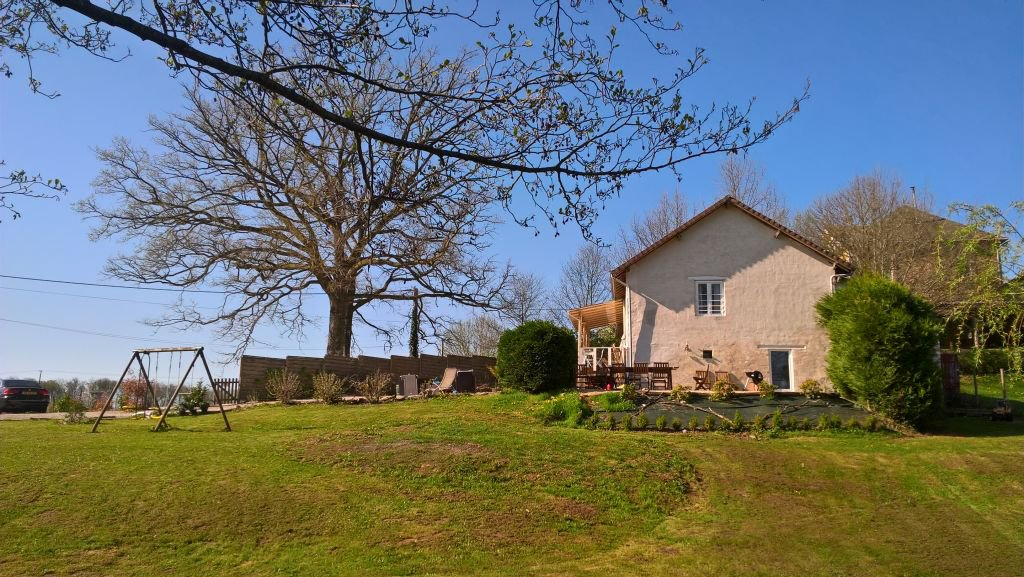 DORDOGNE - In the countryside, nice house 3.063 m2