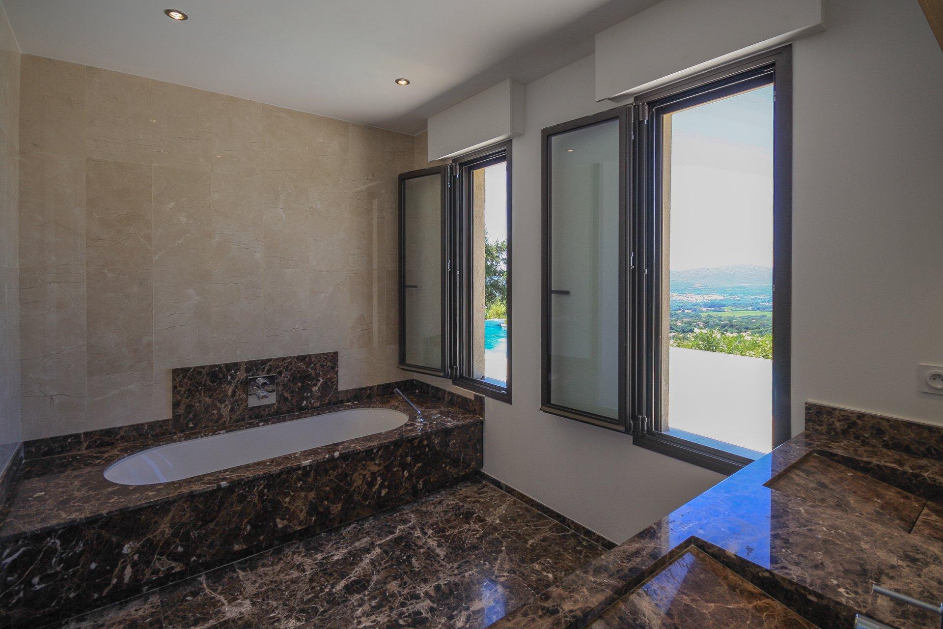 Magnifique propriété composée de 2 villas contemporaines à Beauvallon