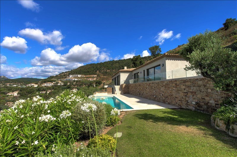 Outstanding brand new property with 2 contemporary houses in the Gulf of Saint-Tropez