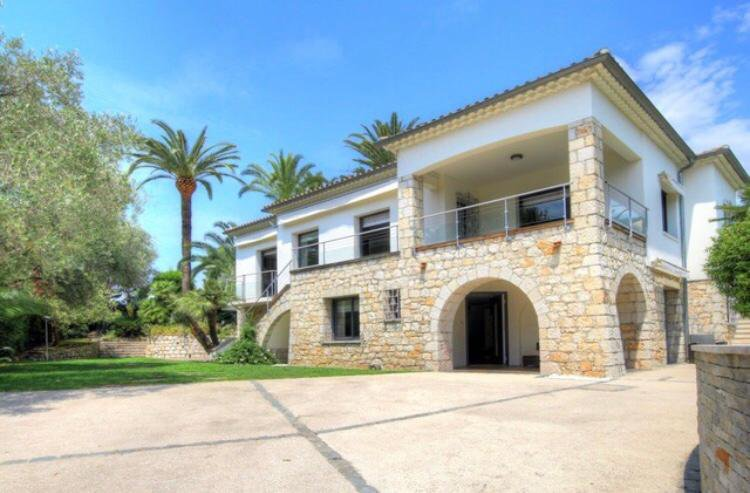 BEAUTIFUL VILLA IN A PRIVATE DOMAIN VERY QUIET