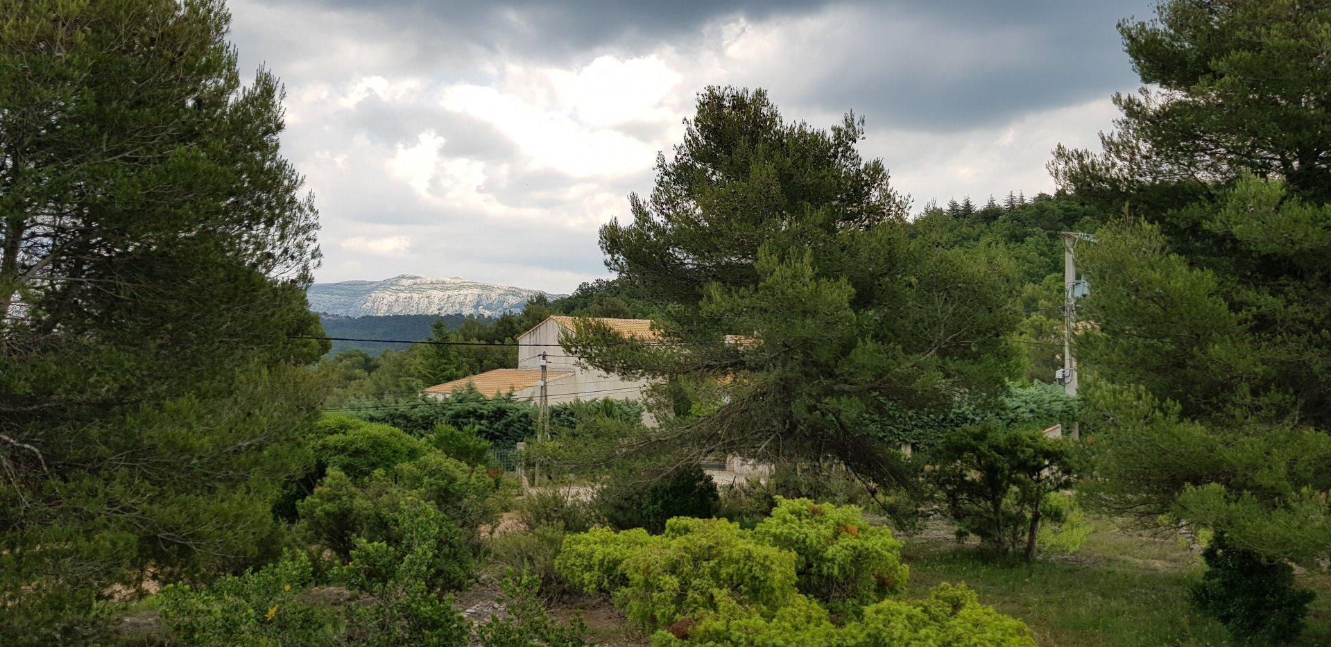 Terrain 1158 m² aux Adrets plein sud vue sur la Sainte baume