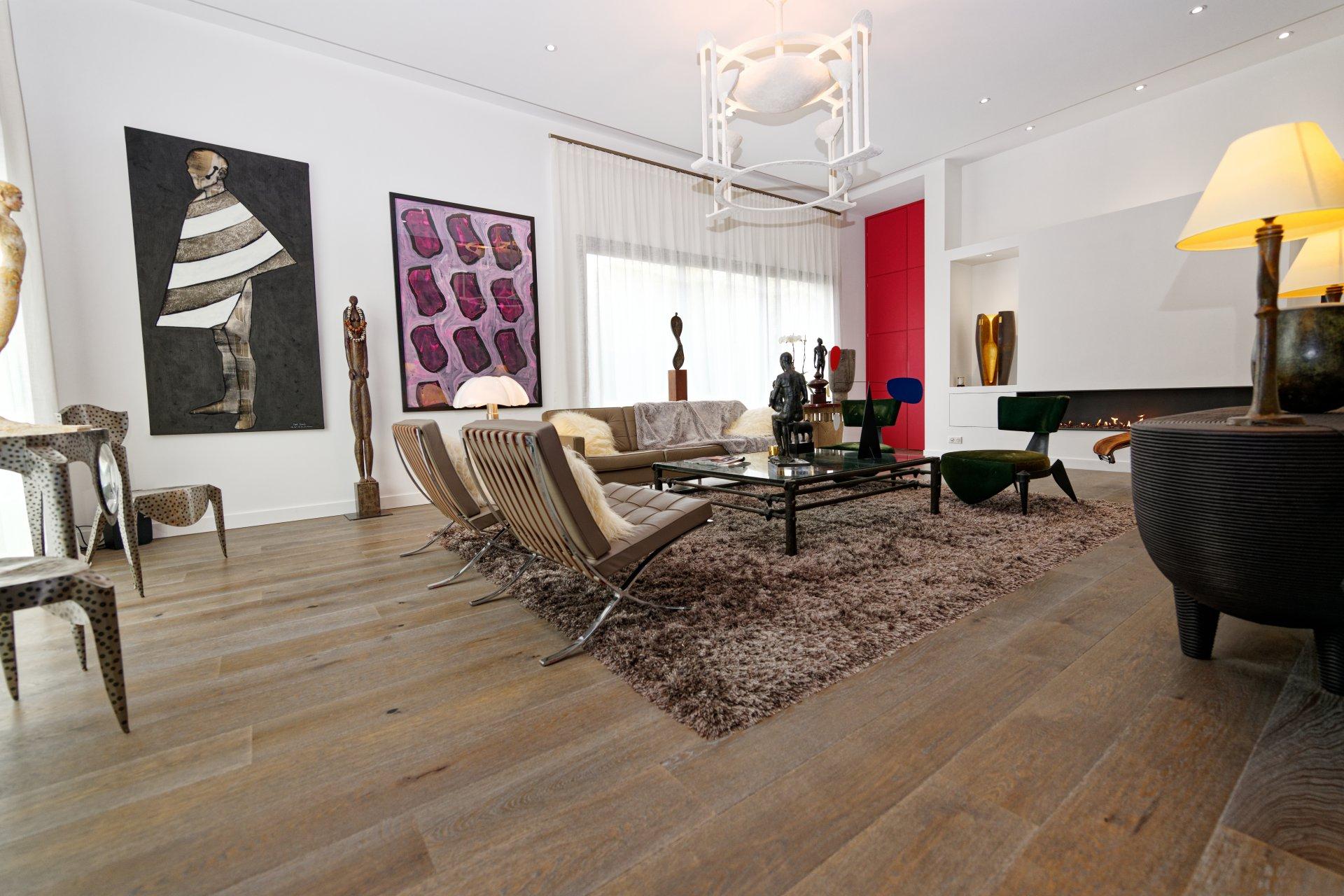 Salon, cheminée, plafond 3m57