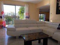 Villa with garage on a plot of 1000 m2