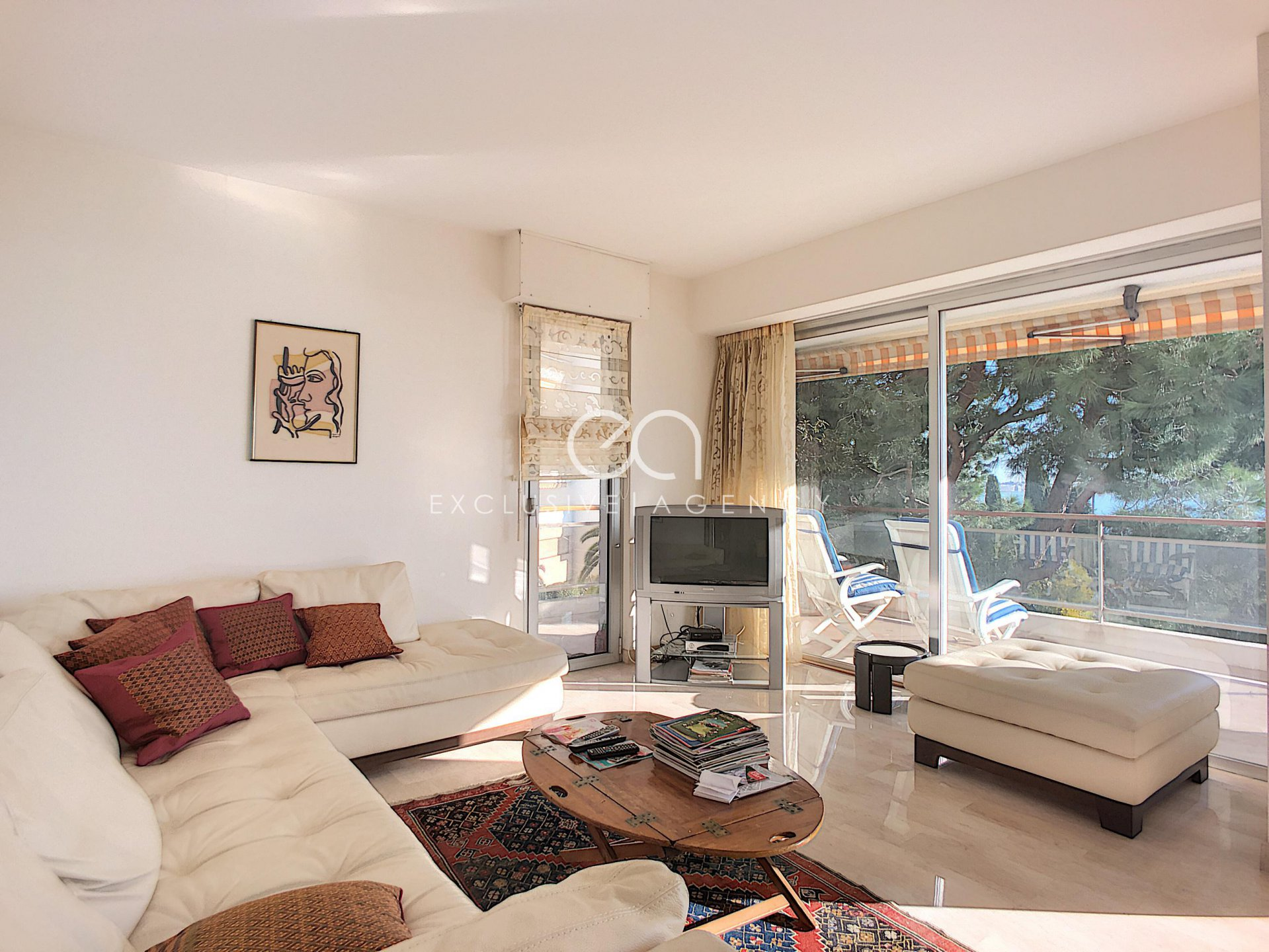For sale 96sqm 2-bedroom apartment Cannes Californie with panoramic sea view.