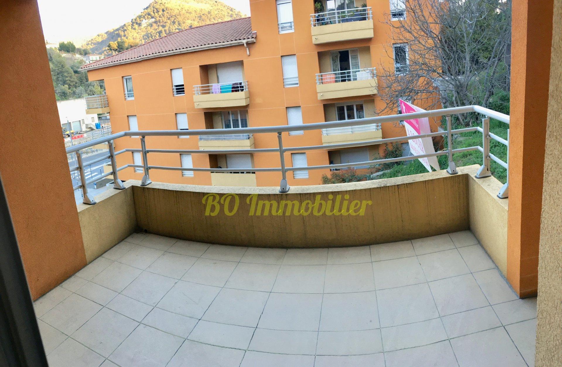 Dernier étage, beau 3p de 67m² + terrasse 7m² + 2 parkings
