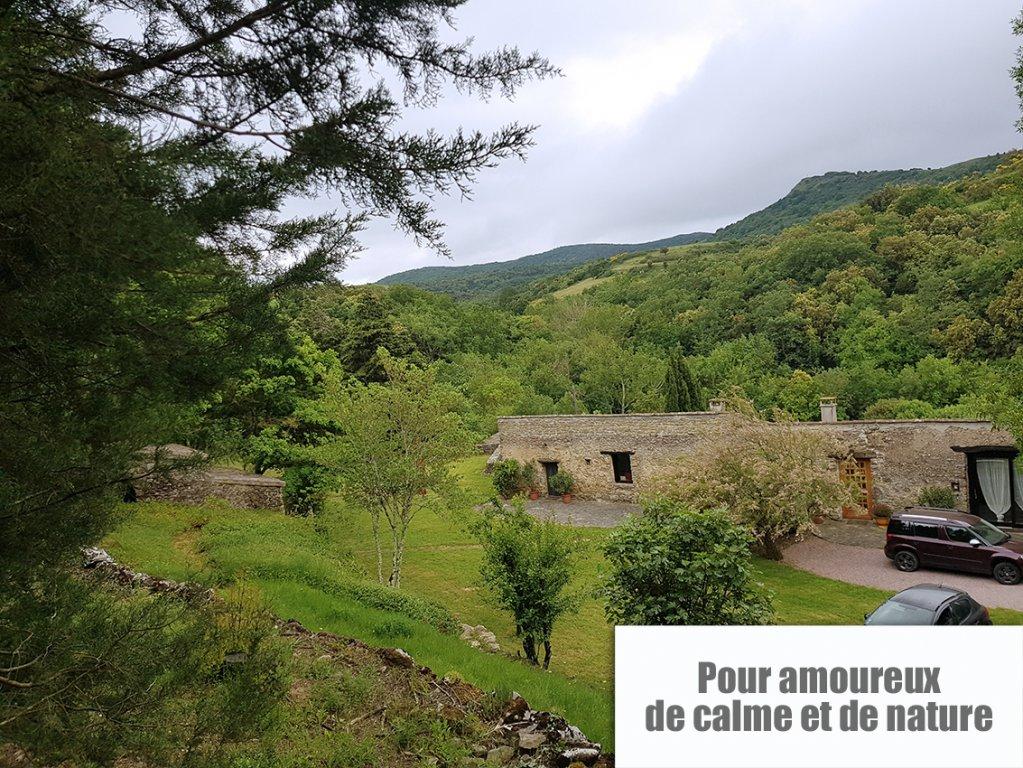 Maison de campagne en pierres au calme 3300 m² terrain