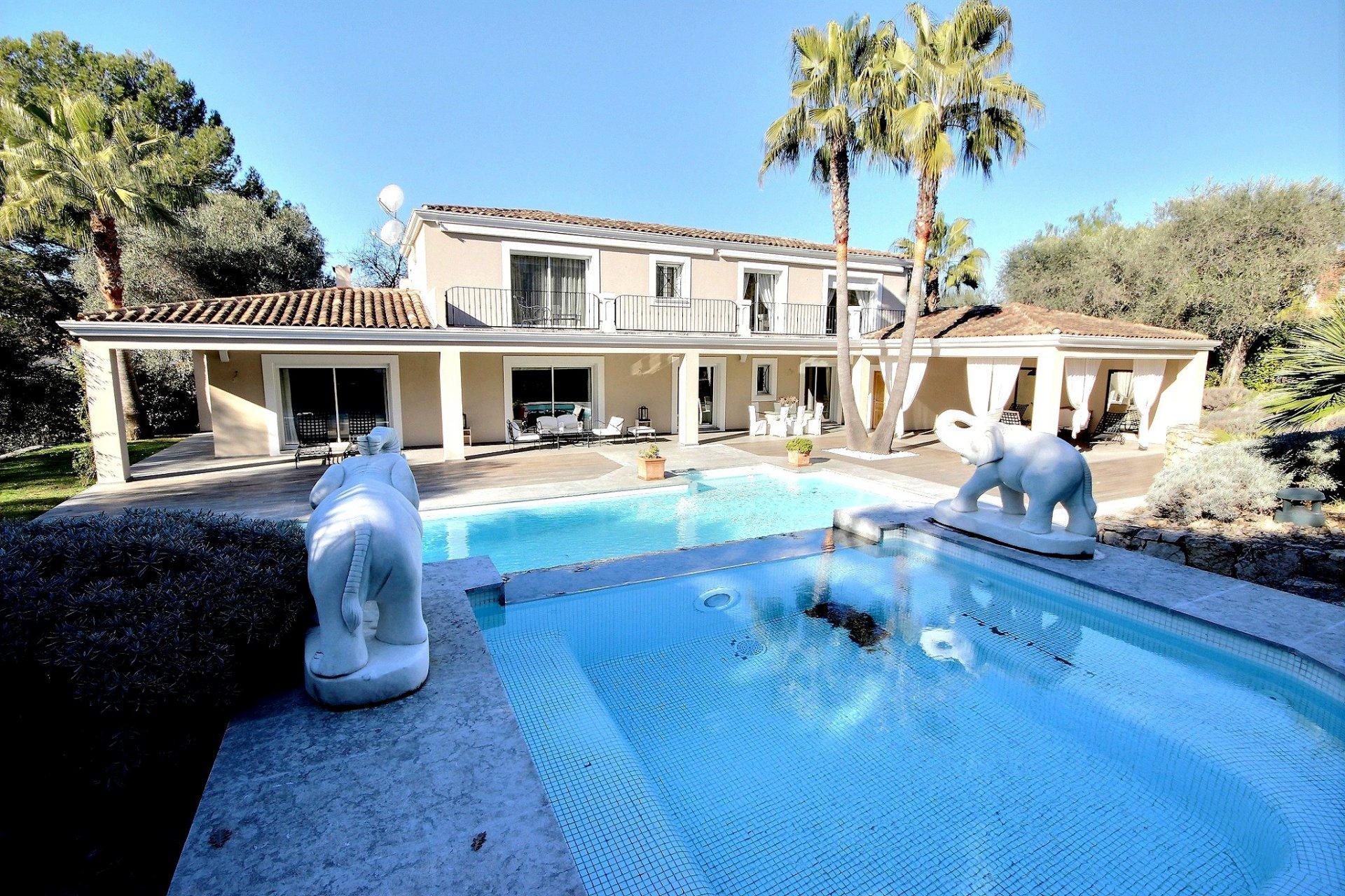 Lyxig villa med swimmingpool till salu i Mougins