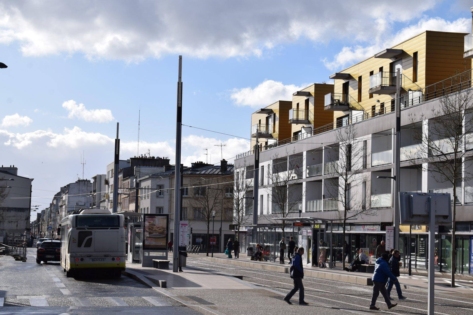 Place STRASBOURG -  Lycée de l'IROISE prox. TRAM