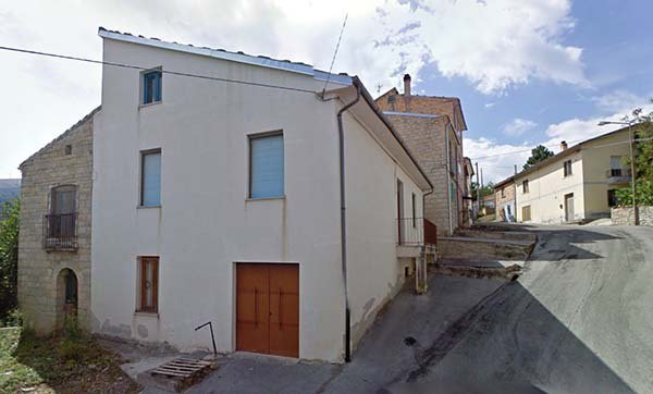 2 townhouses next to each other - 1,5 ha land - 40 min to the sea