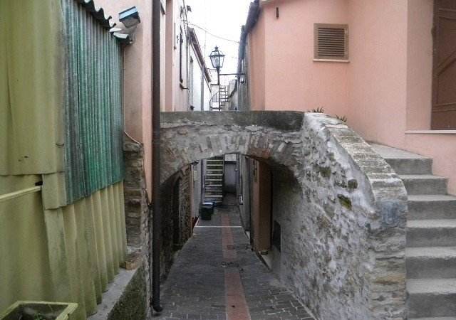Townhouse in historical center of Silvi Paese