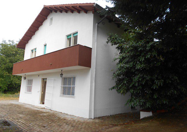 Villa with 3 separate apartments - Pool - 5 min to town center
