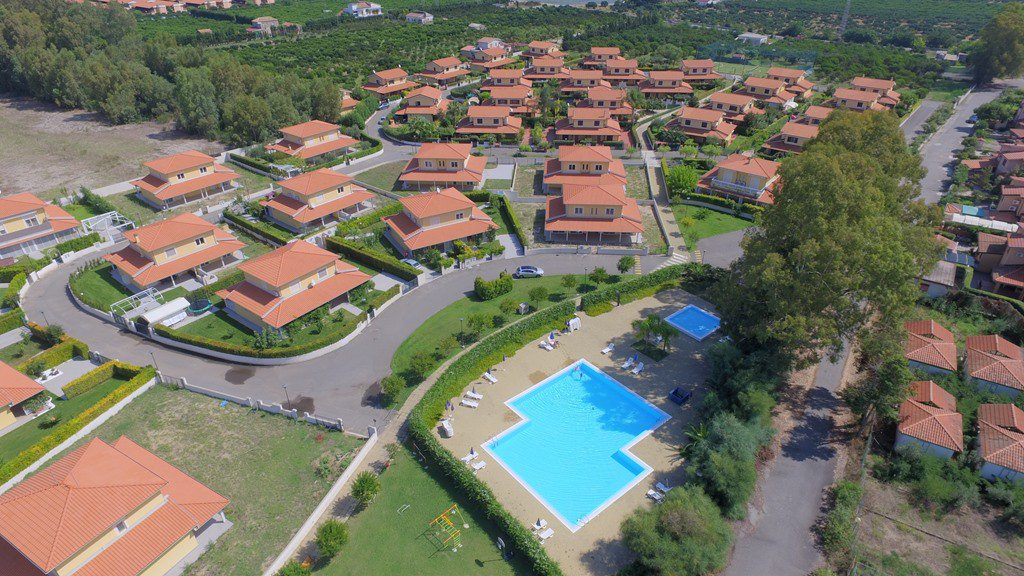 Nybyggda villor - Pool - Gated community
