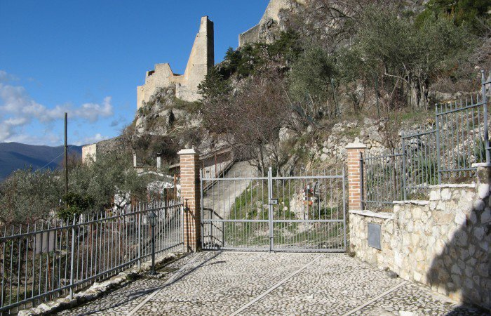 Renovated stone house with a panoramic garden near the castle.