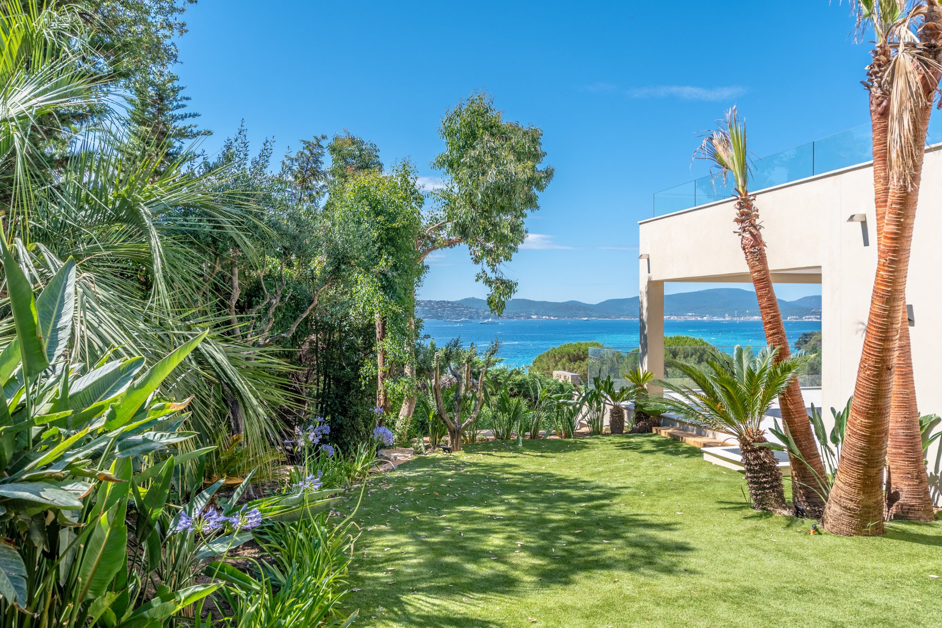 Villa renovated in 2019 with sea view and pool