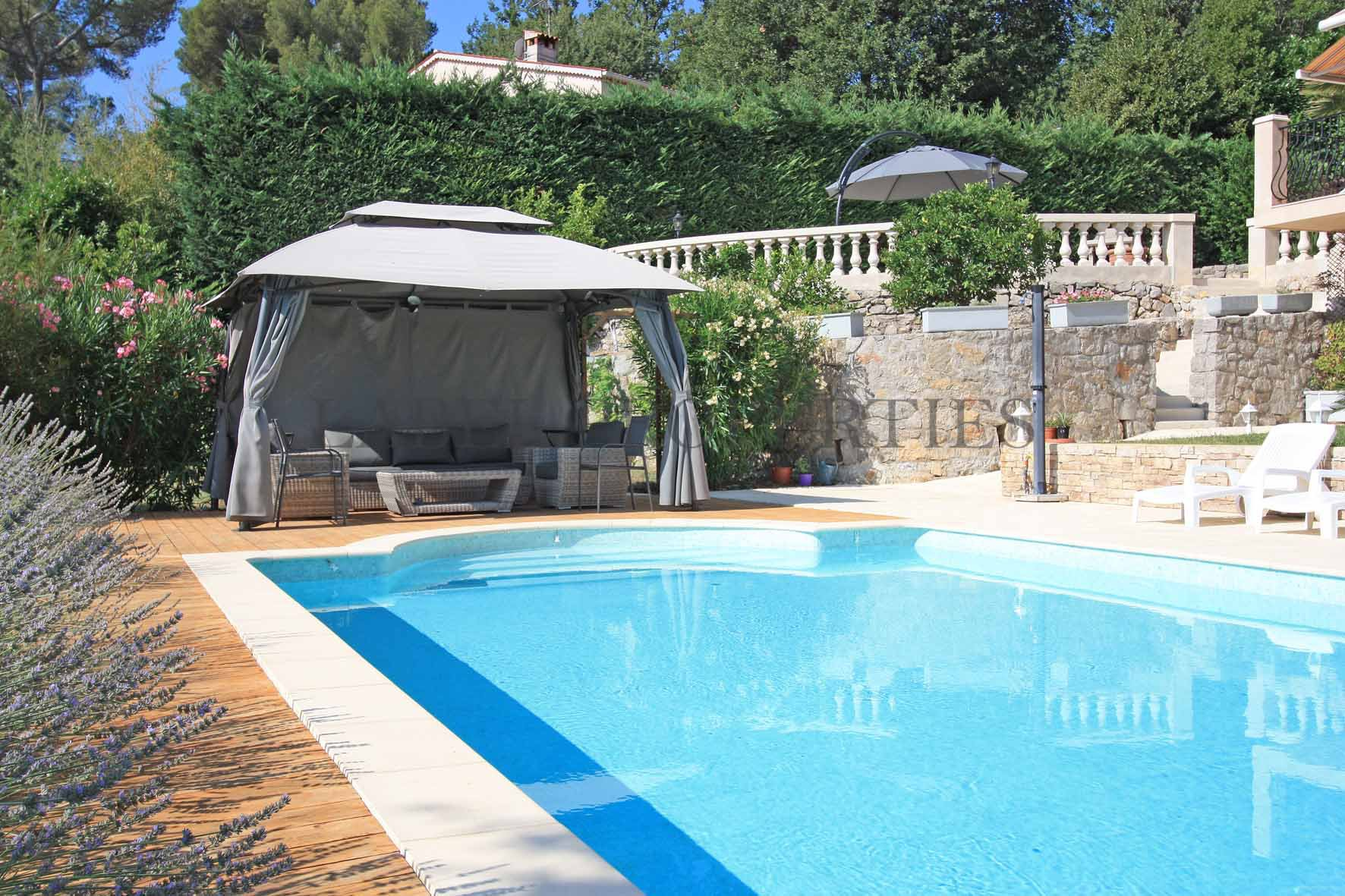 MOUGINS IN THE HEART OF A SECURE ESTATE
