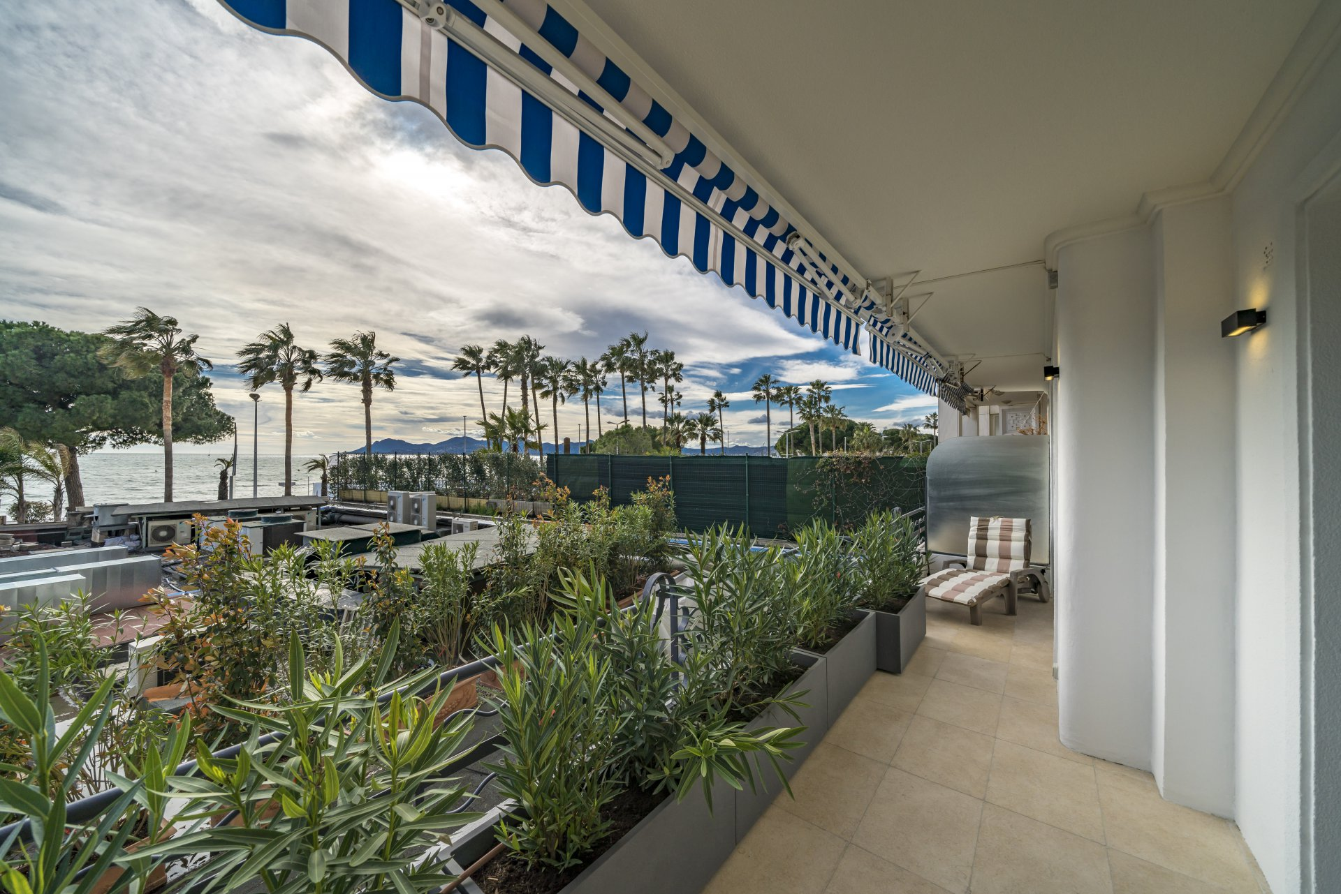 Congress rentals 2 bedroom on The Croisette Cannes