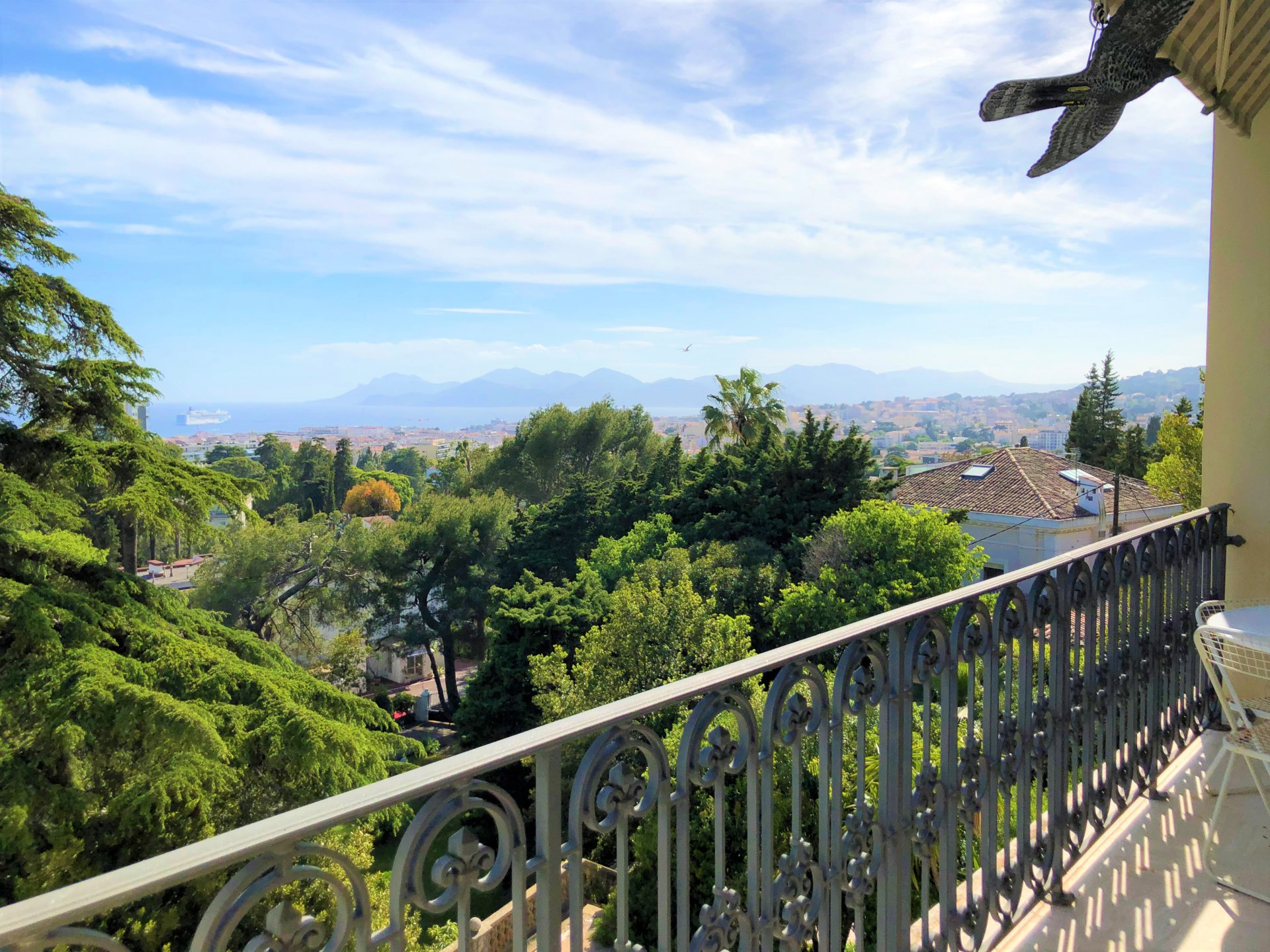 Appartement renové vue mer Cannes Bénéfiat