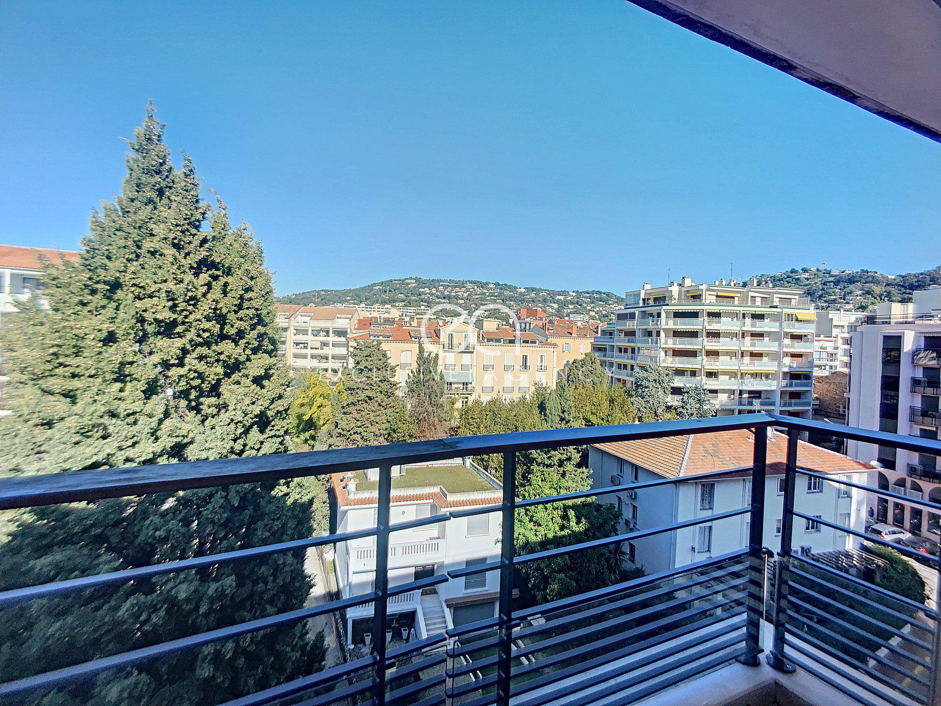 For sale Cannes Croisette Luxury TOP FLOOR apartment of 186m2 with 2 garages.