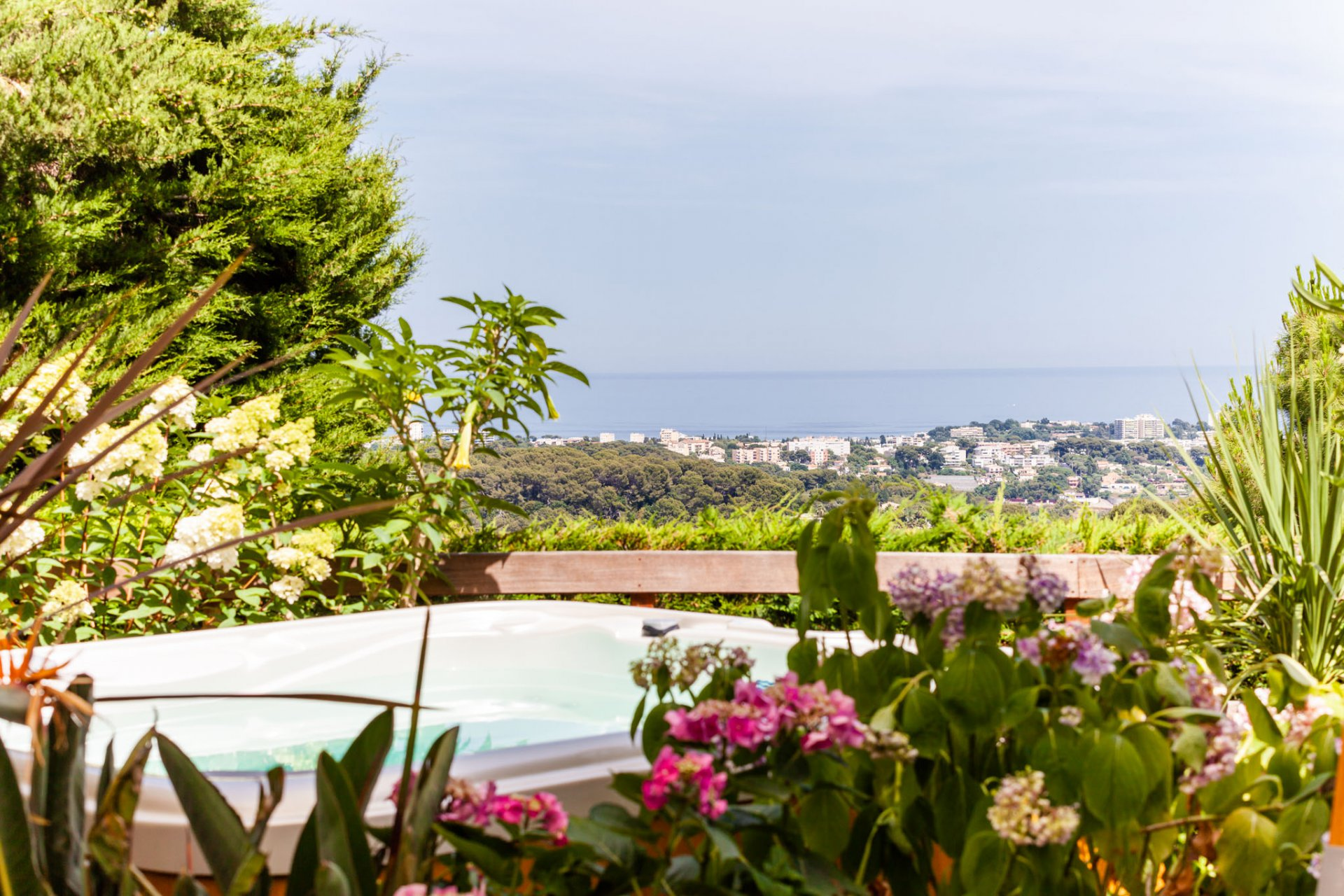 SUPERB FLORENTINE VILLA WITH PANORAMIC SEA VIEW