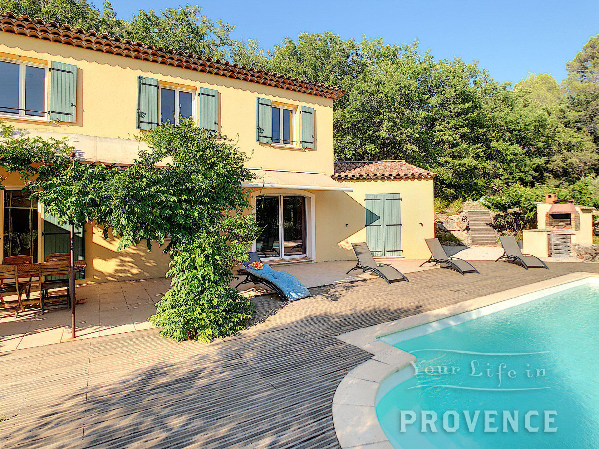 NOW UNDER OFFER !! Lovely house with pool and double garage, nice environment