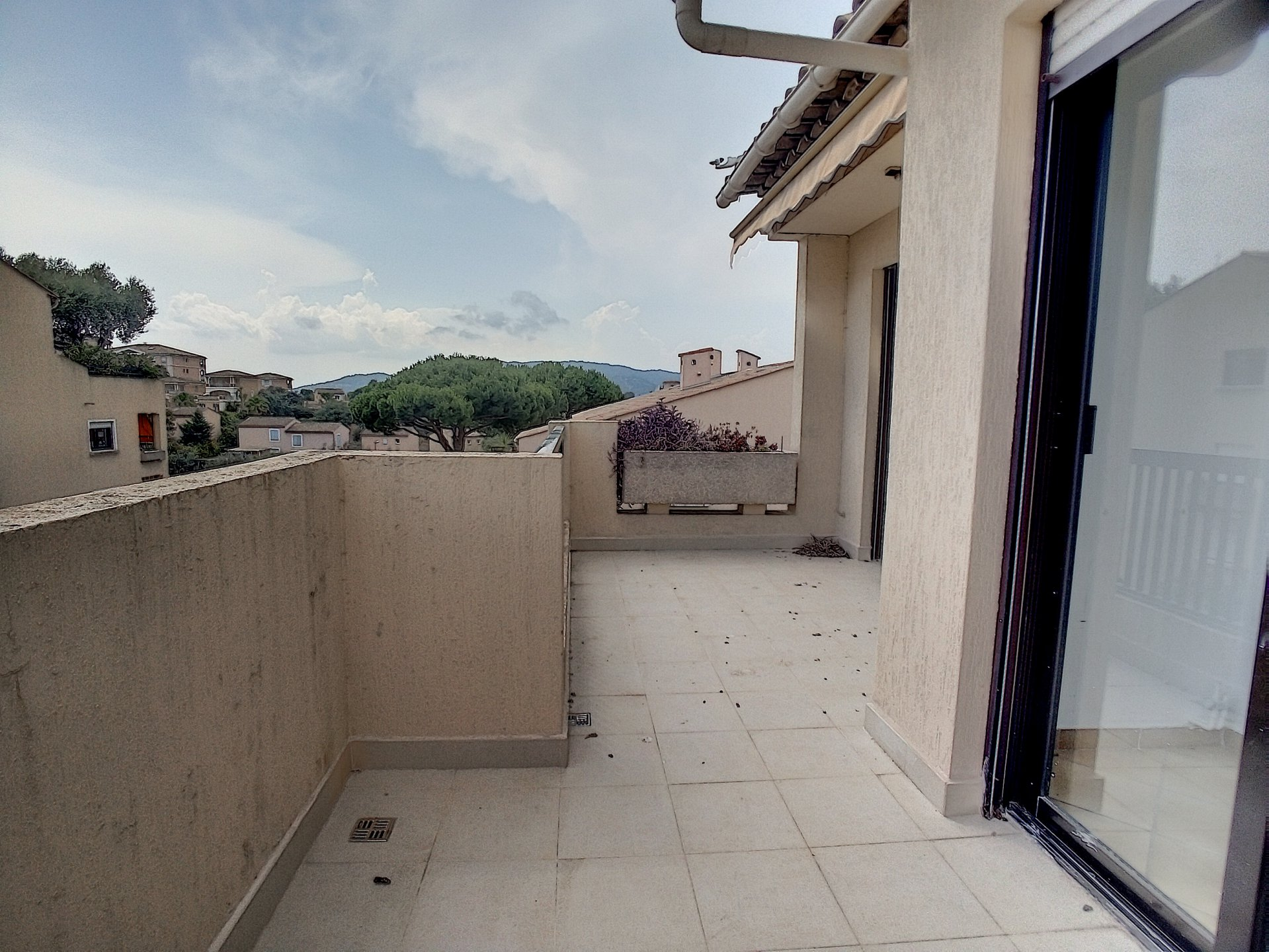 Cannes, Croix des Gardes, 3 pièces d'angle traversant en dernier étage