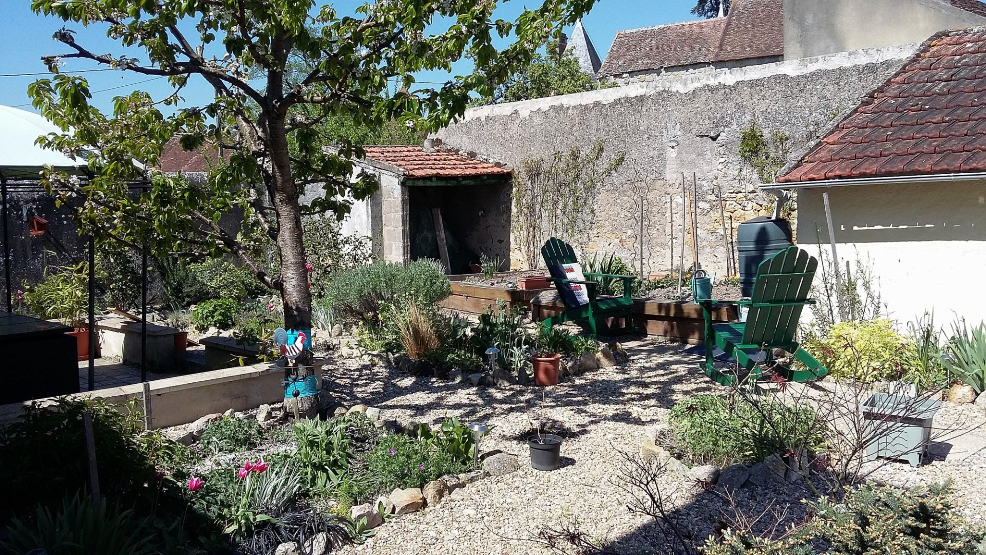 La Trimouille, Vienne 86: lovely house with courtyard/garden