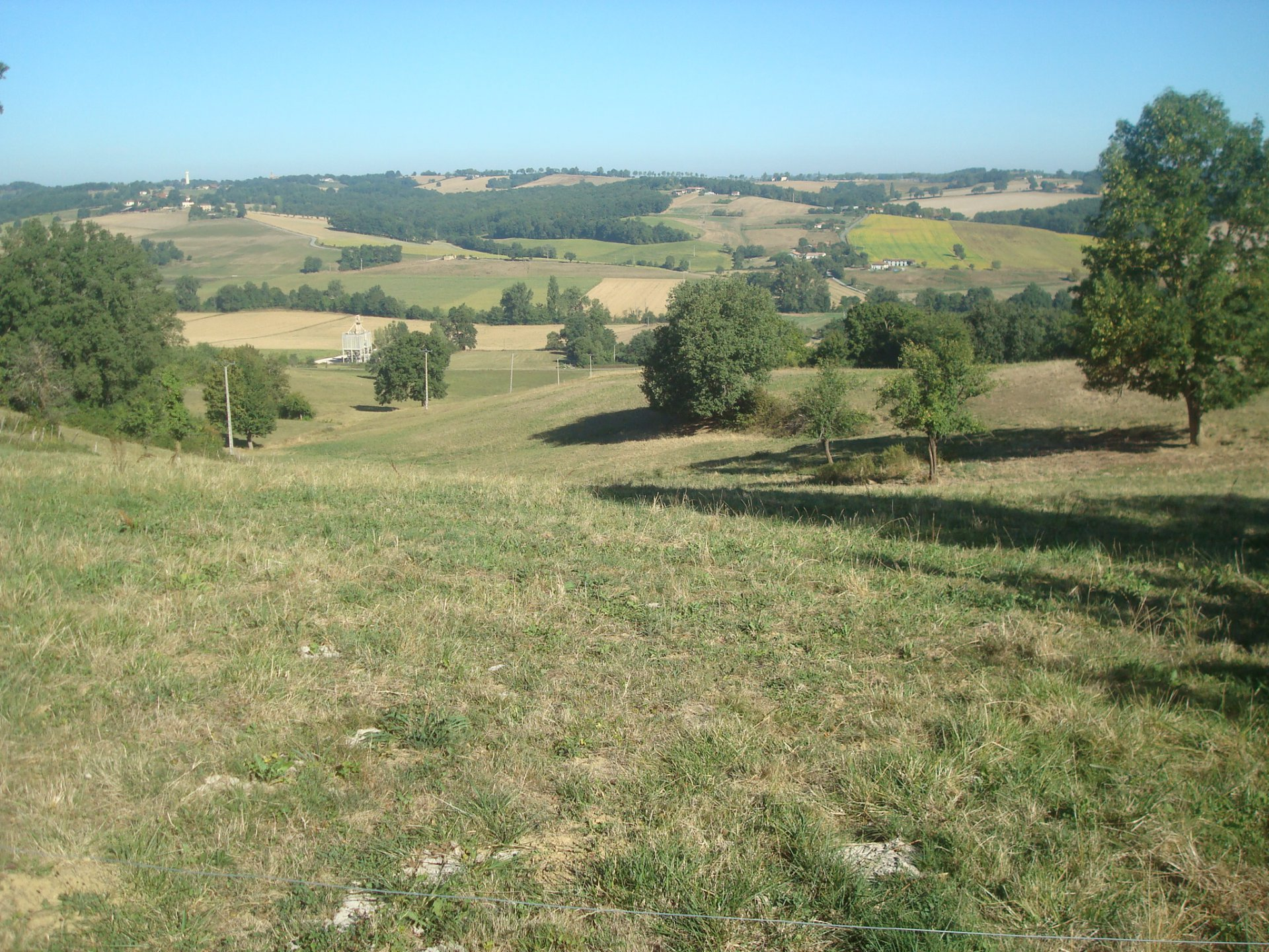 Land of 3439 m² with 10 hectares of land near Aurignac