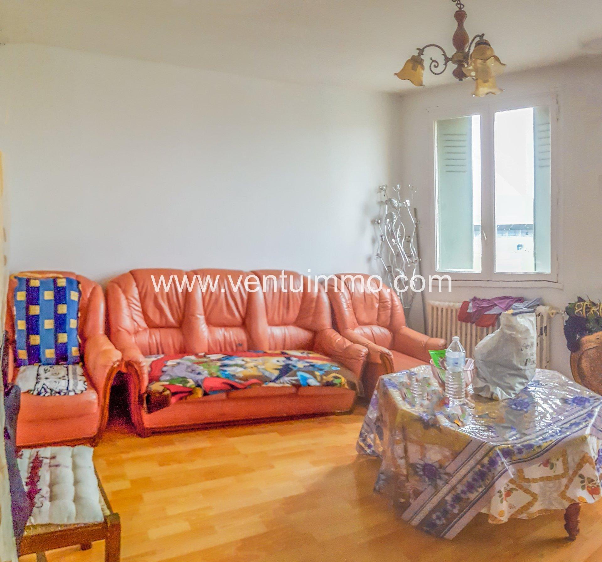 BAISSE DE PRIX: Appartement T4 de 78 m2 dans un immeuble bien situé a bourg les valence