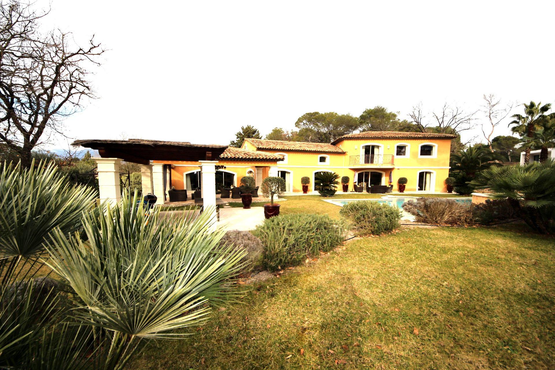Limite Mougins / Splendide Villa de 471m2