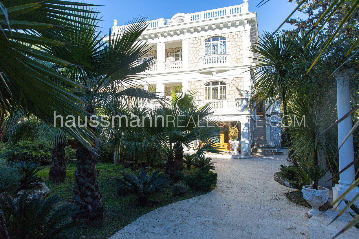 Close to the sea and amenities