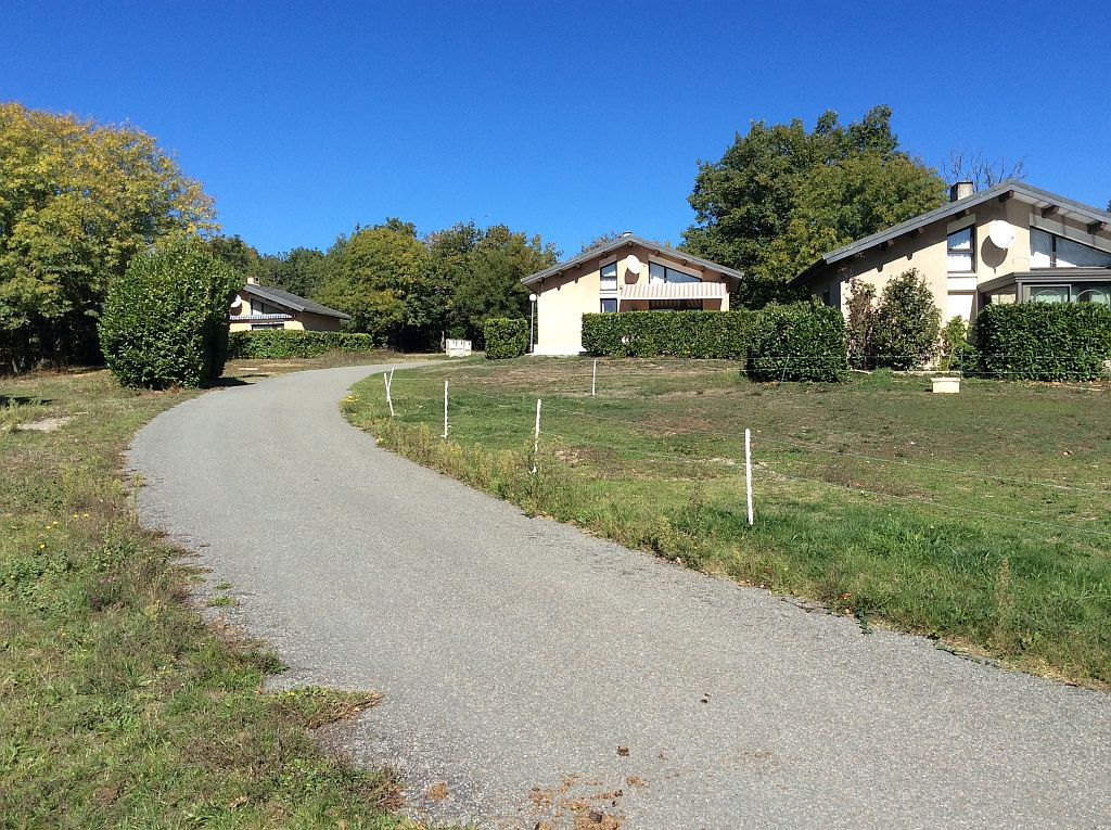 AUDE - In small parc, bungalow with views on the Pyrenees