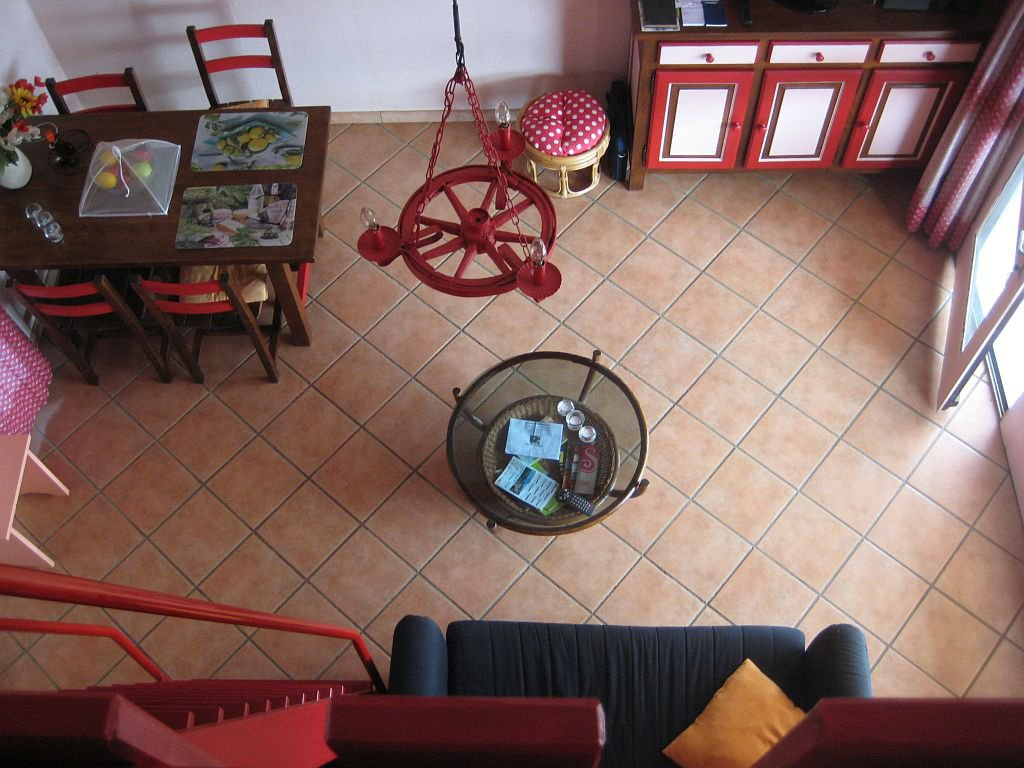 AUDE - Dans petit parc, bungalow avec vue sur Pyrénées