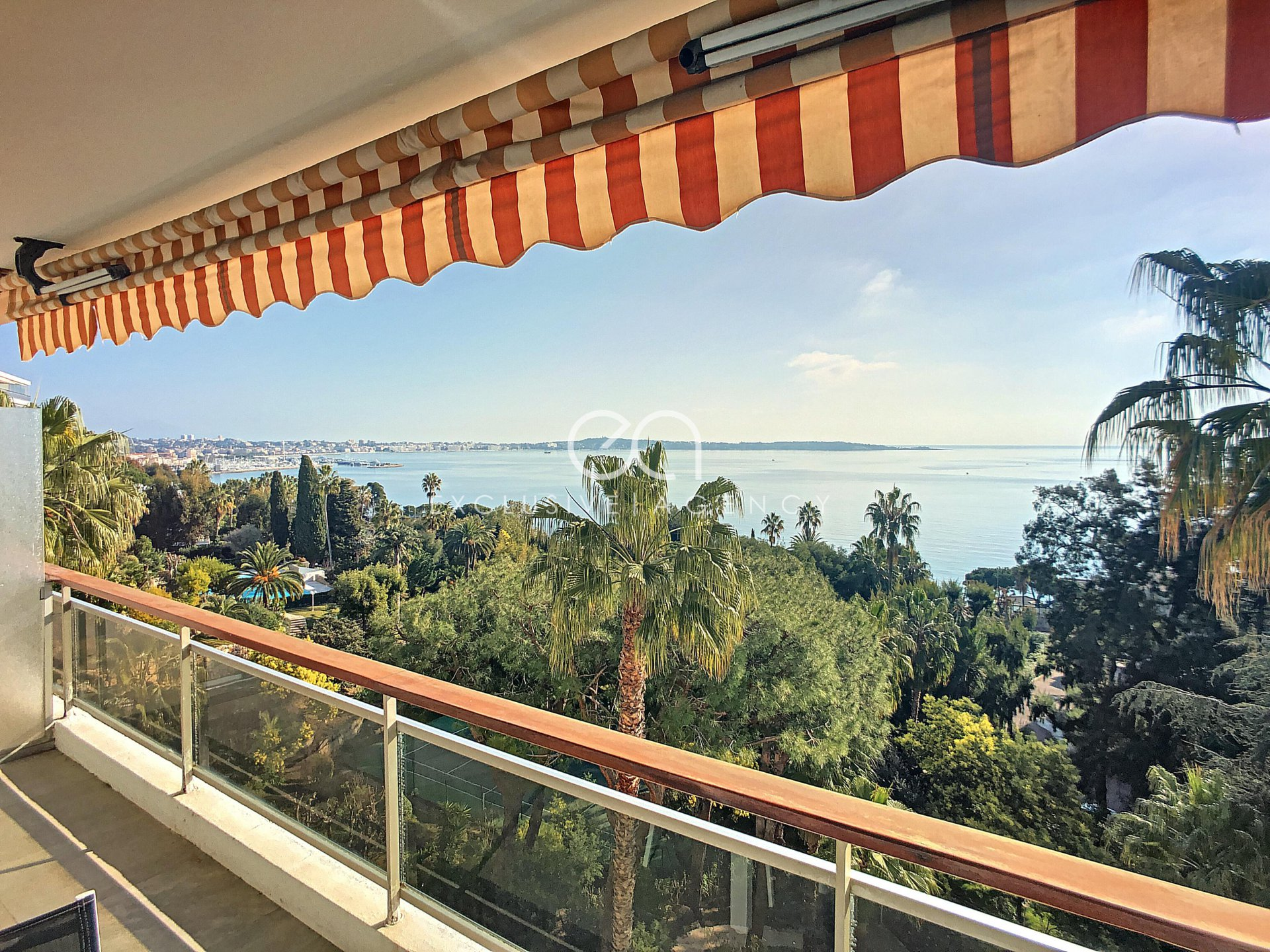 For sale - Cannes Center 1 bedroom flat with panoramic sea view