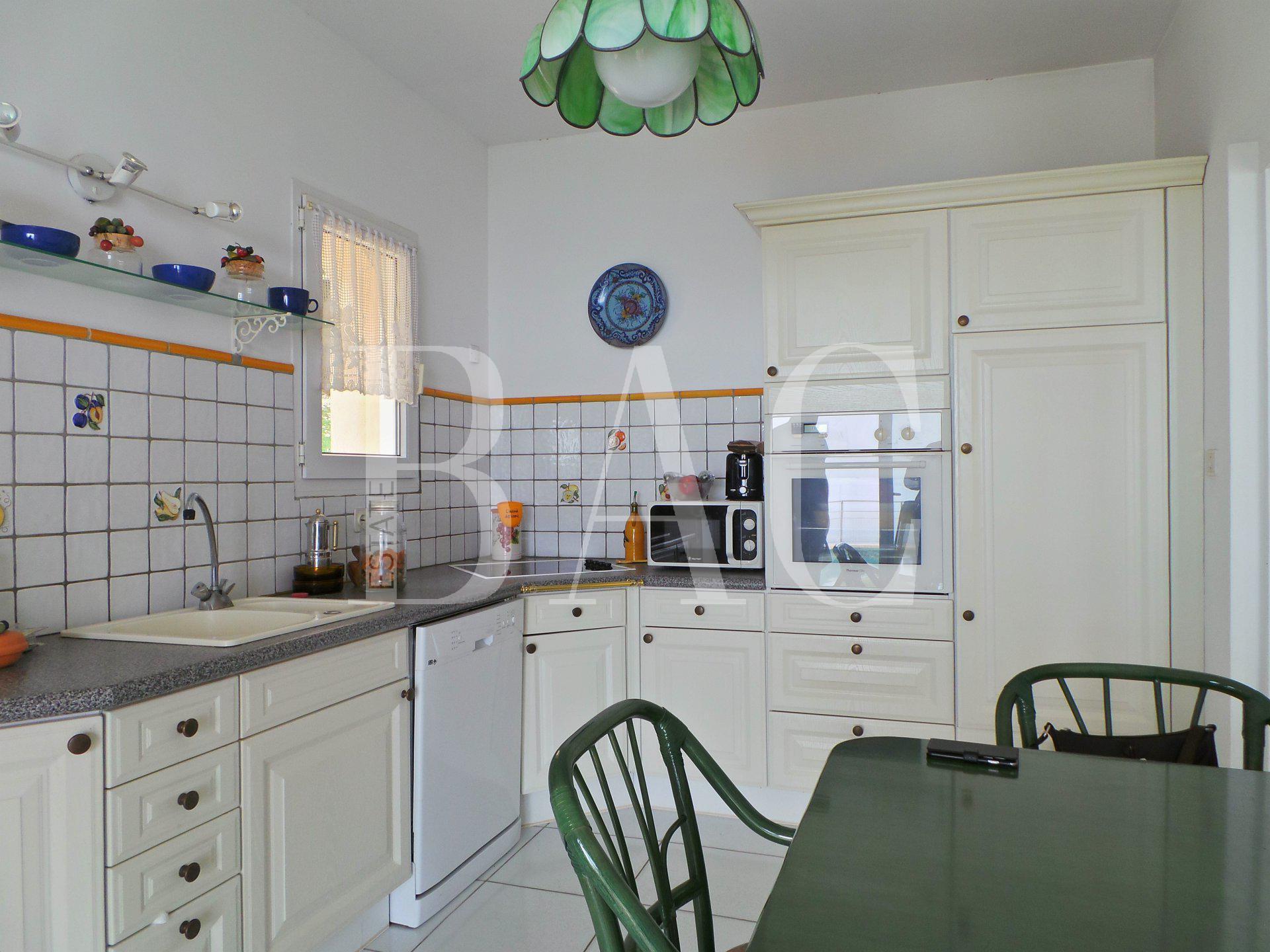 Les Issambres, commune de Roquebrune-Sur-Argens, jolie villa avec vue mer panoramique et à 10 minutes à pieds de la plage
