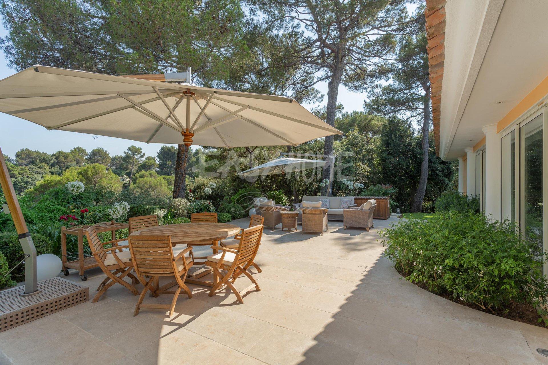 Purchase / Sale Villa Mougins in secure domain