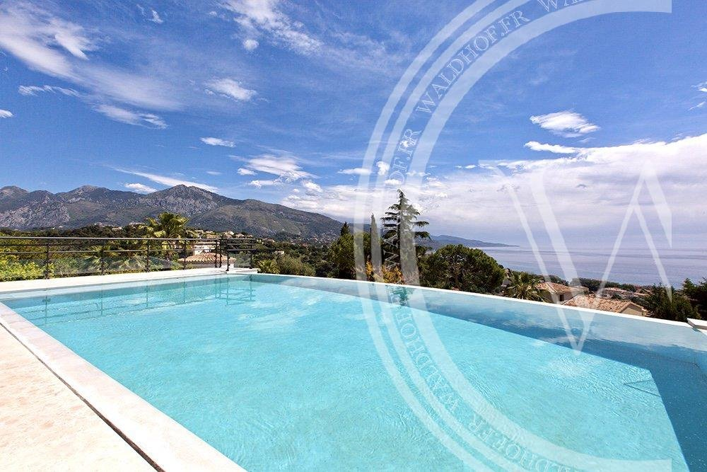 Fully renovated luxurious 4 bedrooms Villa with independent staff studio