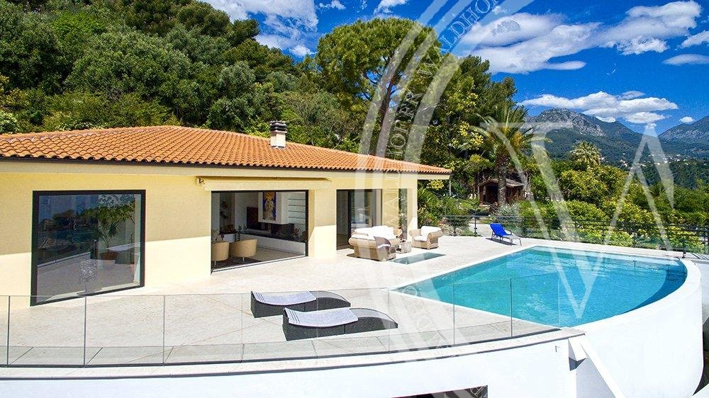 Fully renovated luxurious 3 bedroom Villa with independent staff studio
