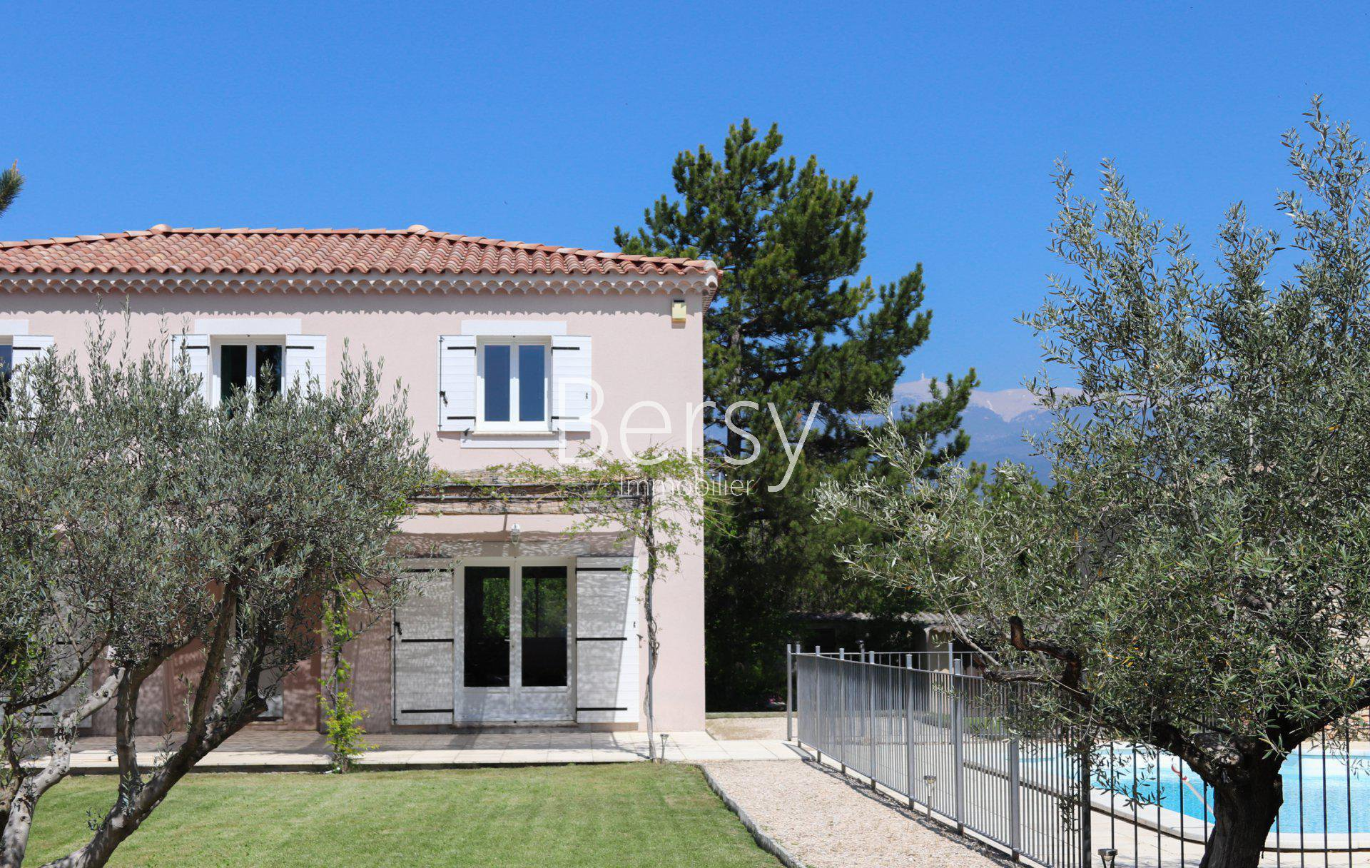 Contemporary - Center walk - Ventoux view - Recent House _ 160 m2 - 4/5 bedrooms - 1492 m2 of land - Swimming pool 5x10m