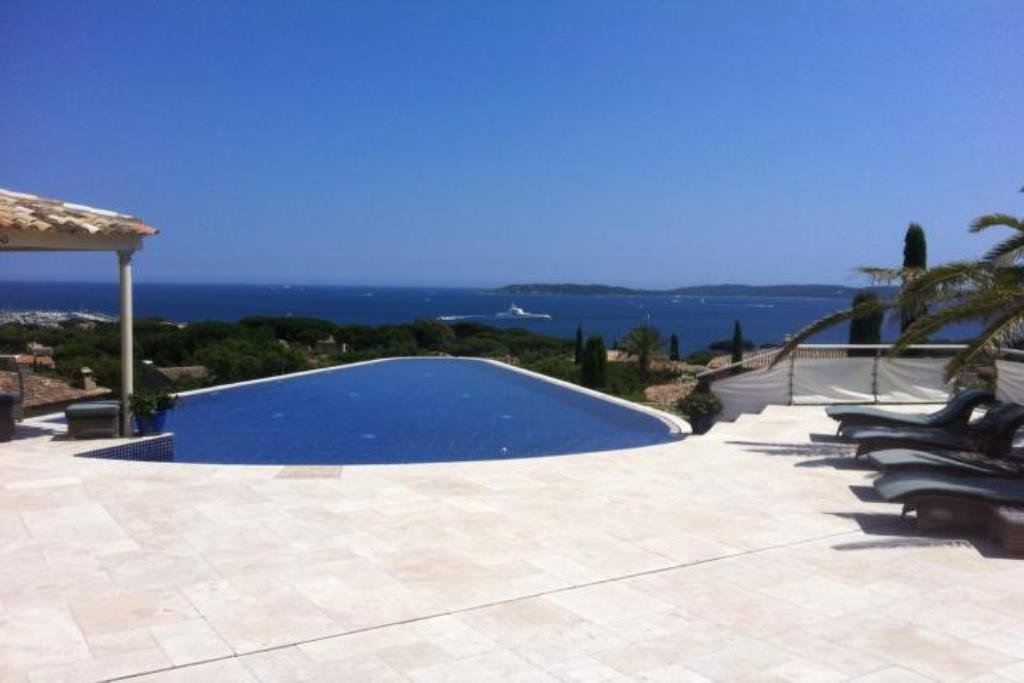 Magical sea view for this exceptional villa with swimming pool for sale in Sainte Maxime