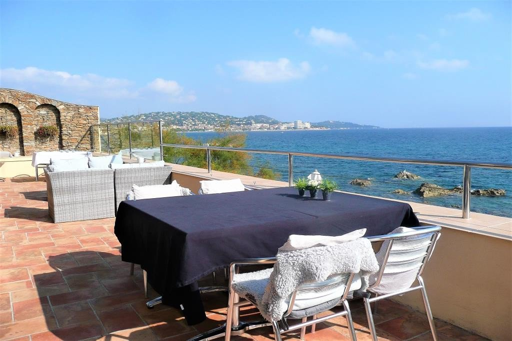 Waterfront villa with swimming pool for sale in Sainte Maxime