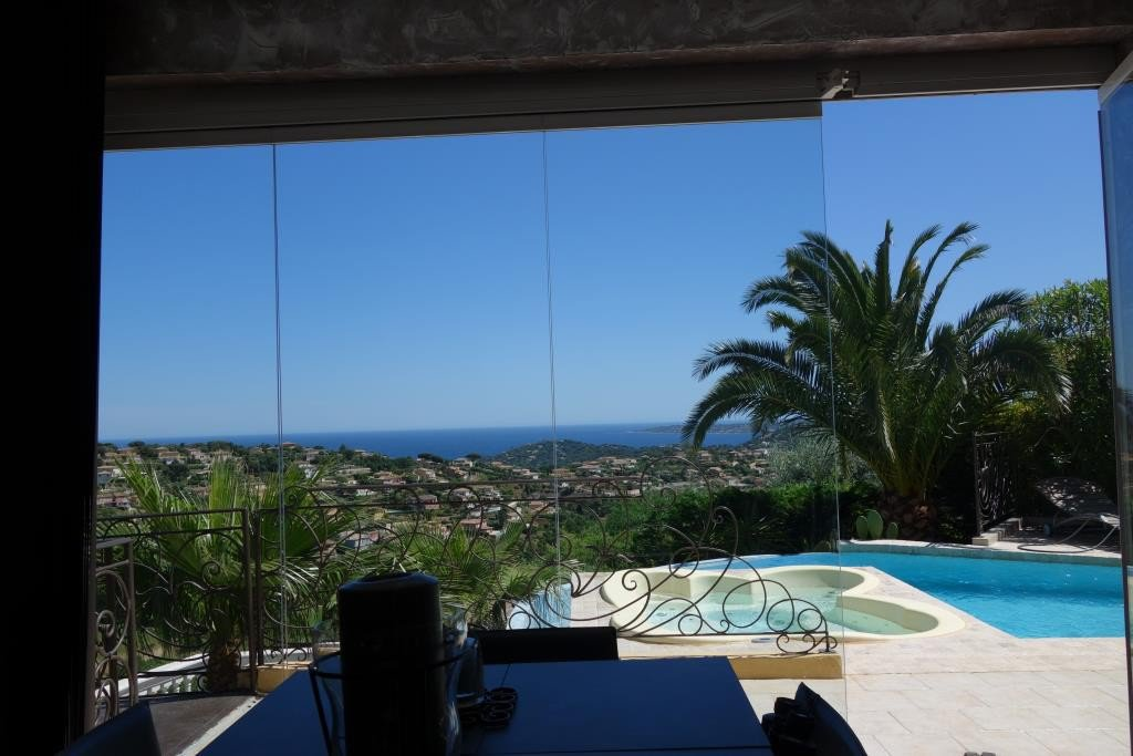 For sale superb villa with sea view on the domaine du Golf in Sainte Maxime. Property of 300m² on 1.556m² ...