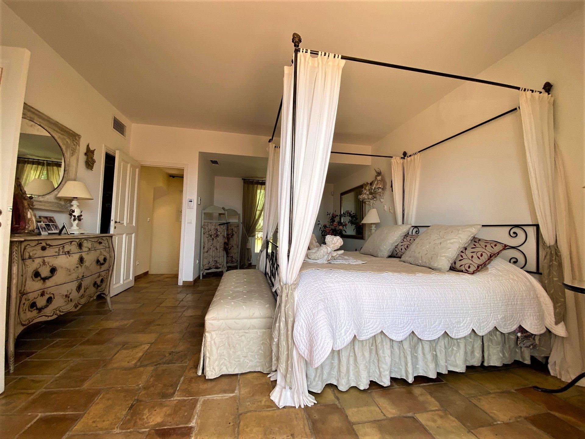 Te koop mooie provensaalse villa met prachtig zeezicht in Grimaud, Beauvallon Bartolle. Dit huis ligt ...