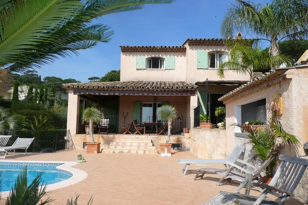 For sale villa with sea view at 200m from the beach in Sainte Maxime.