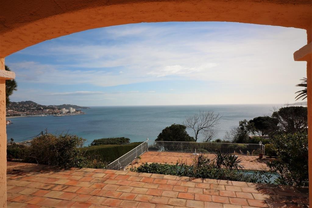 Villa avec vue mer panoramique et piscine à vendre à Sainte Maxime