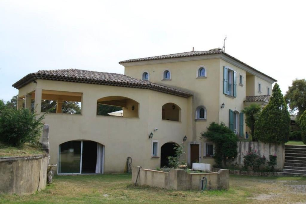 A vendre villa à 15min de Sainte-Maxime, Golfe de St Tropez, Riviera, Côte D'Azur,  La villa de 333 ...