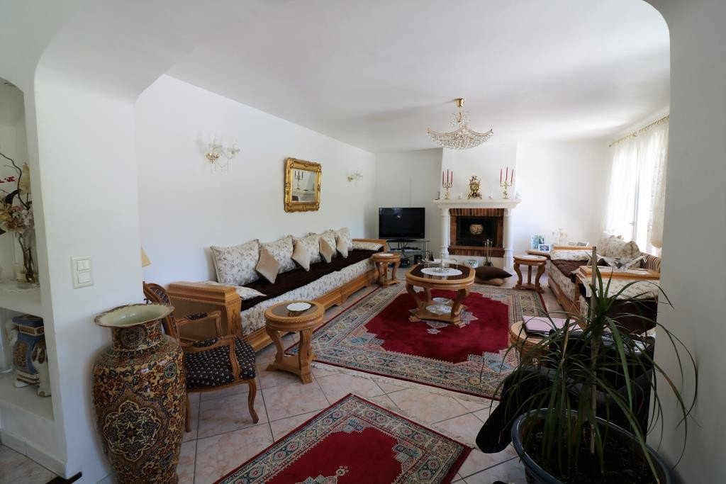 Villa with swimming pool for sale in Sainte Maxime, open view