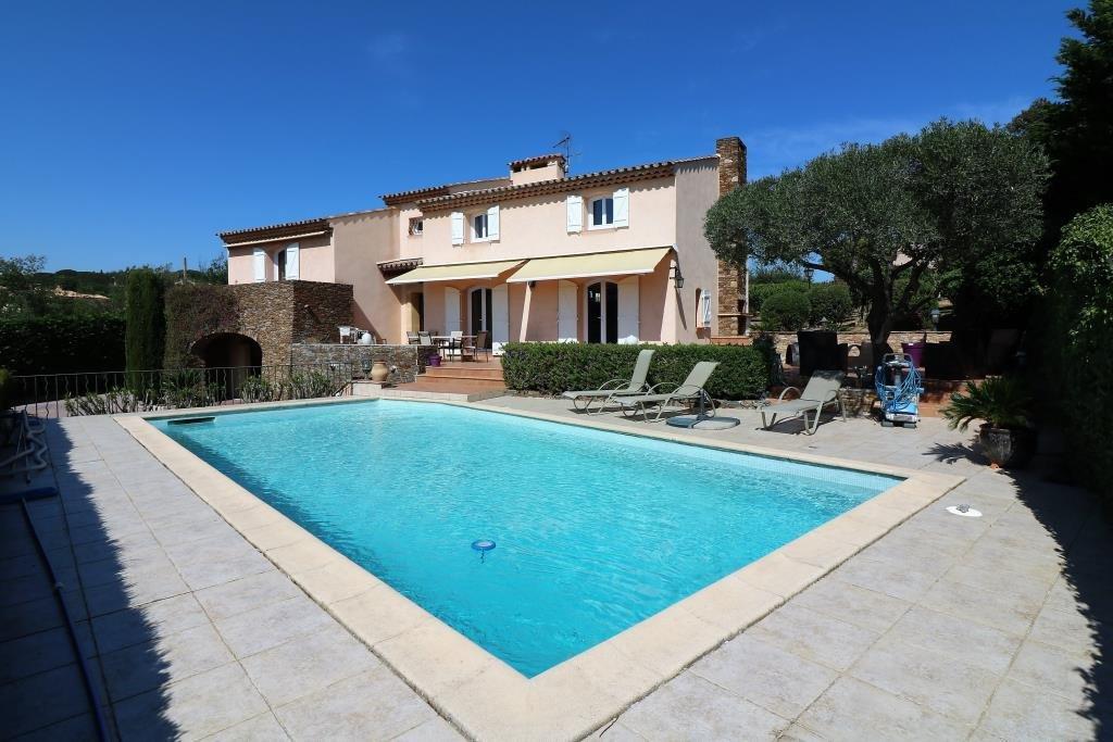 A vendre superbe villa avec magnifique vue mer à Sainte Maxime, la Croisette proche plage. Villa de ...