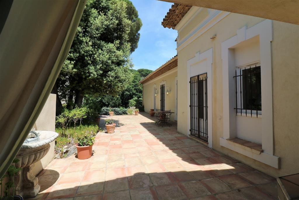 For sale villa in Sainte Maxime close to the beaches and town center. This property build in 1911 and ...