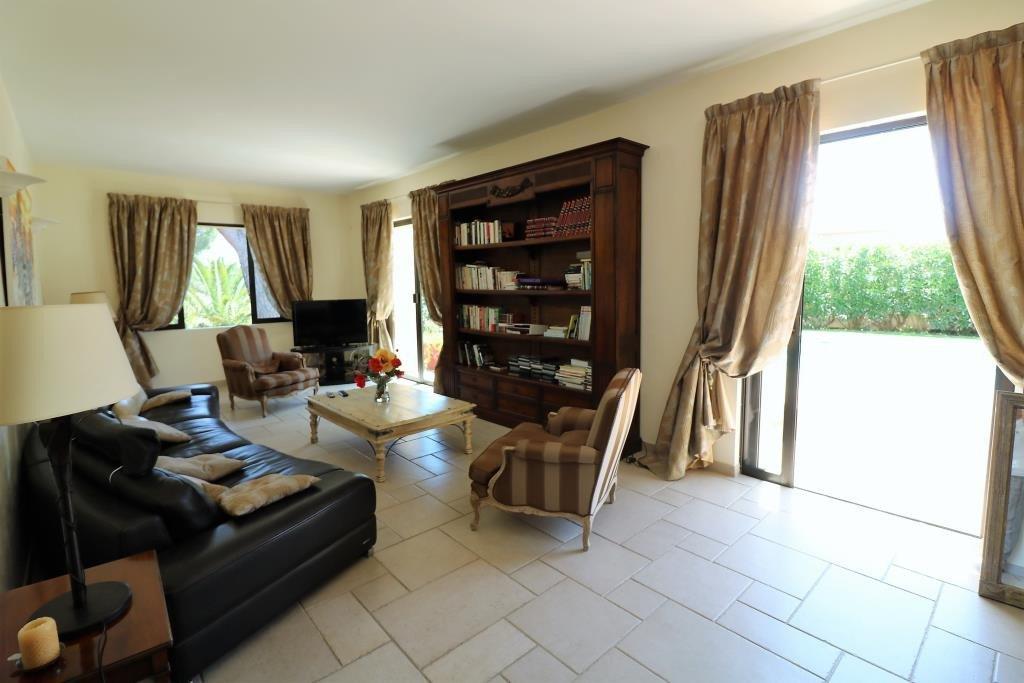 Te koop villa in Sainte Maxime dichtbij strand en het centrum. Deze prachtige villa gebouwd in 1911 ...