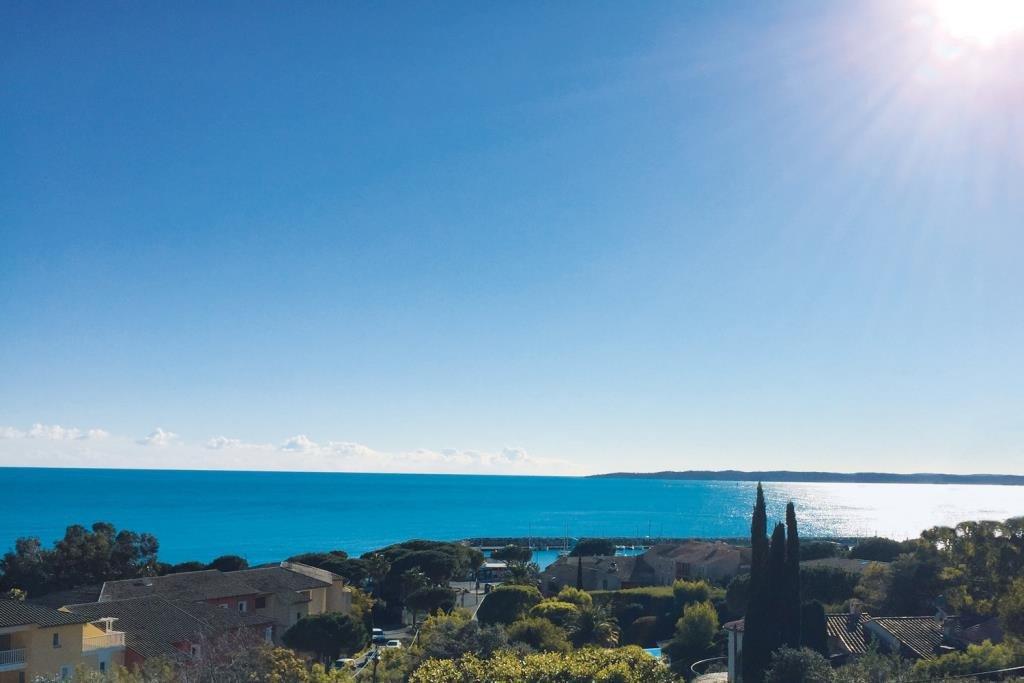 Villa in Les Issambres met wijds zeezicht  180°